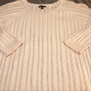 EXCELLENT CONDITION! AEO LT. WEIGHT CABLE SWEATER!